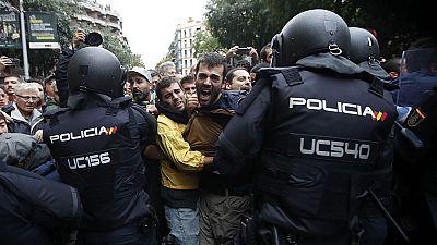 """La UE afirma que el referéndum no fue """"legal"""" pero rechaza la violencia como instrumento en política"""