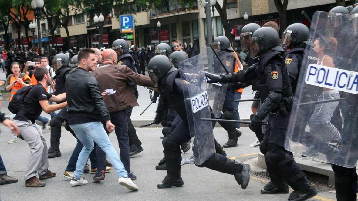 La Generalitat eleva a cerca de 900 el número de heridos en las cargas policiales