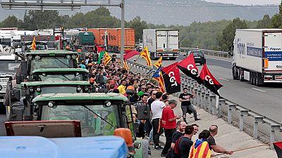 Cortes en carreteras y dificultades en los transportes en la huelga general del 3-O en Cataluña