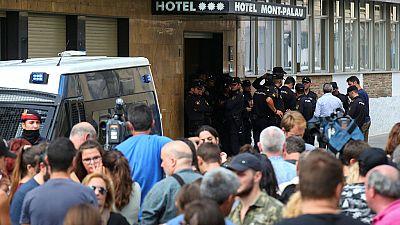 """Referéndum en Cataluña: Crece el """"acoso"""" a policías y guardias civiles desplazados a Cataluña"""