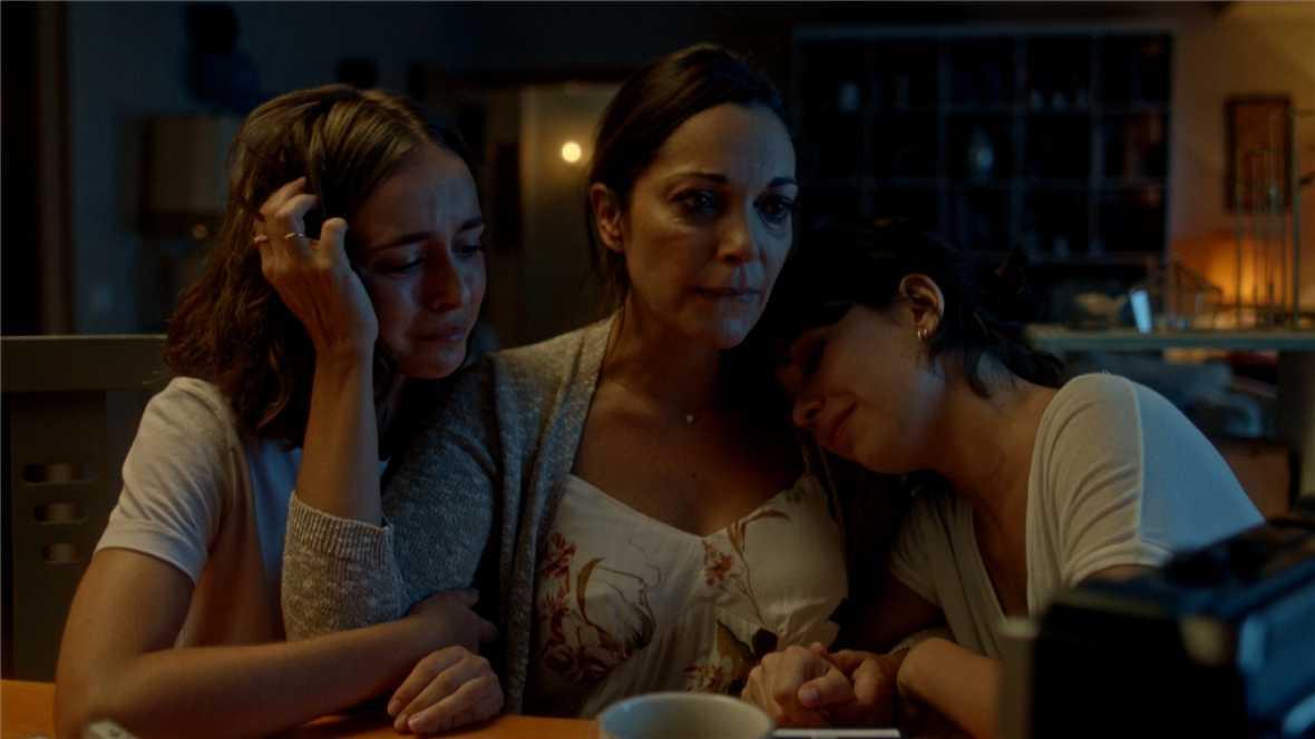 Laura, Bea y Susana escuchan juntas las cintas de Andrés
