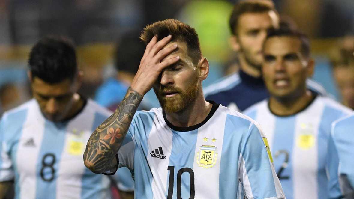 La selección argentina se jugará el pase al Mundial de Rusia 2018 en la última jornada de la fase de clasificación en Ecuador, tras empatar con Perú en La Bombonera.