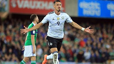 Las selecciones alemana e inglesa sellaron sus billetes para el Mundial tras derrotar a Irlanda del Norte y Eslovenia respectivamente, mientras que Polonia roza la clasificación y Siria mantiene vivo su sueño.
