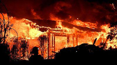 Al menos diez muertos en los incendios que asuelan California