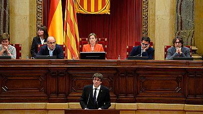 """Puigdemont aplaza la independencia para emprender """"un diálogo que la haga posible"""""""