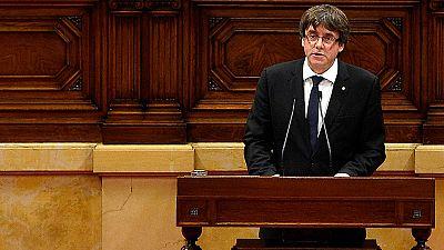 """Puigdemont declara la independencia y la suspende para buscar el """"diálogo"""" y la """"solución acordada"""""""