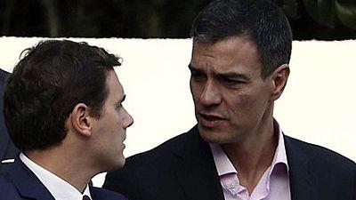 Rajoy ha aprovechado el desfile para saludar a Sánchez y a Rivera