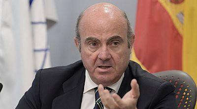 De Guindos confirma que el Gobierno revisará a la baja la previsión de crecimiento por la crisis de Cataluña