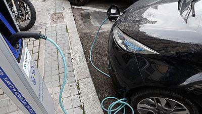 El coche eléctrico, una opción para circular con las restricciones por contaminación aún minoritaria