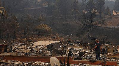 Los incendios de California queman casi 6.000 casas y negocios