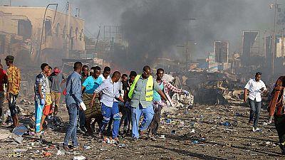 Mueren al menos 20 personas en un atentado con coche bomba en Mogadiscio