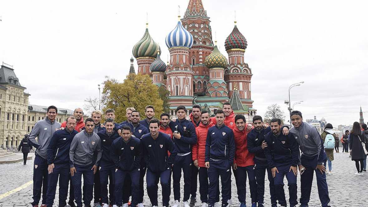 El Sevilla se aclimata al frío ruso con un paseo por la Plaza Roja