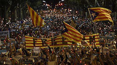 Miles de personas se concentran en Barcelona contra el encarcelamiento de Cuixart y Sánchez