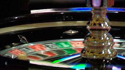 El padre puso en la ruleta la integridad de su hijo de 12 años. Y acabó perdiendo mucho más que dinero. Mientras jugaba en el interior de un conocido casino de Las Palmas de Gran Canaria, el pequeño deambulaba cerca del local.