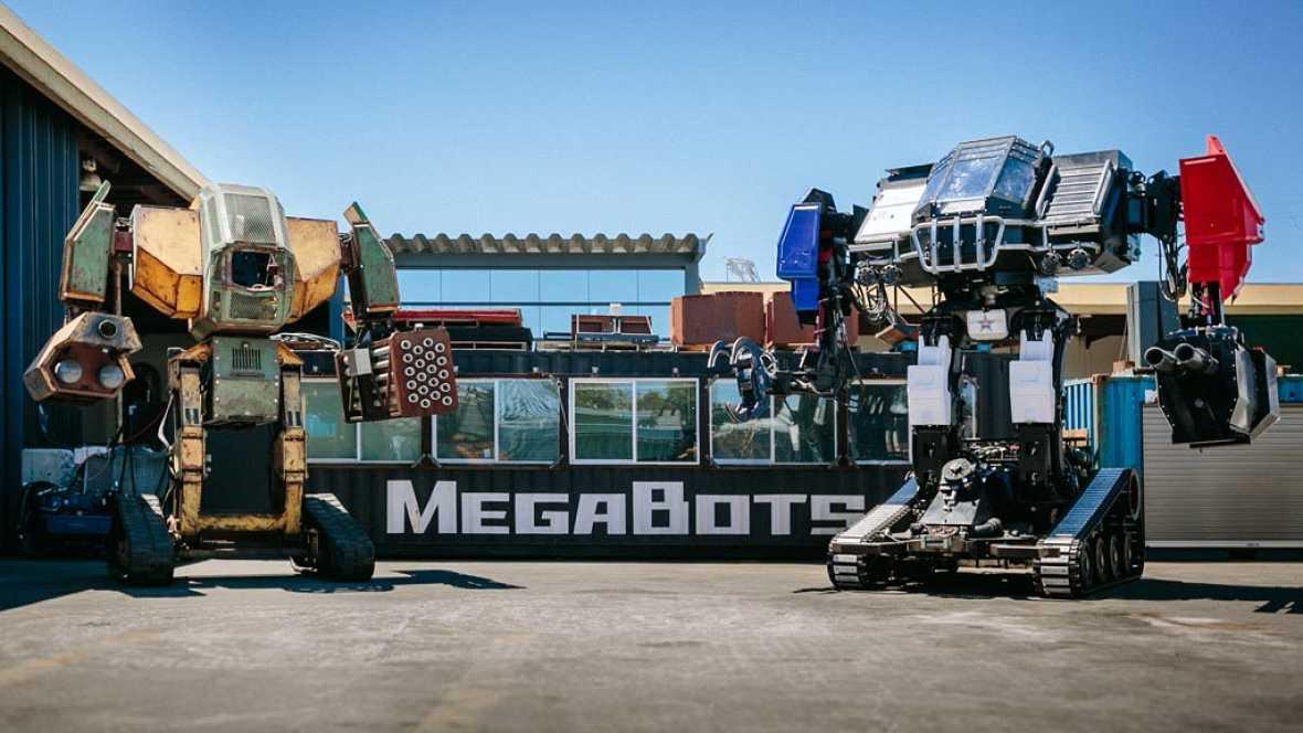 Como si de personajes de la saga Transformers se tratase... estas máquinas han protagonizado la primera batalla entre robots gigantes de la historia. En un lado del cuadrilátero, un robot de casi seis metros de altura y 12 toneladas. En el otro, su a