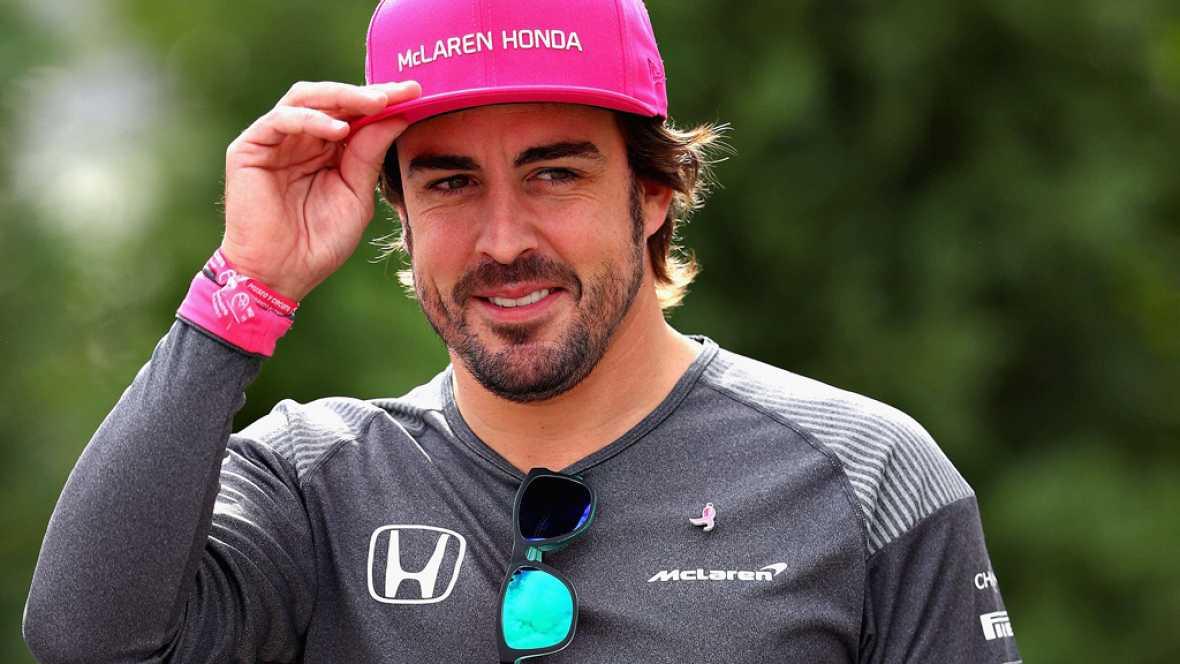 El piloto español Fernando Alonso ha anunciado su continuidad con McLaren la próxima temporada, en la que la escudería cambiará los motores Honda por Renault.