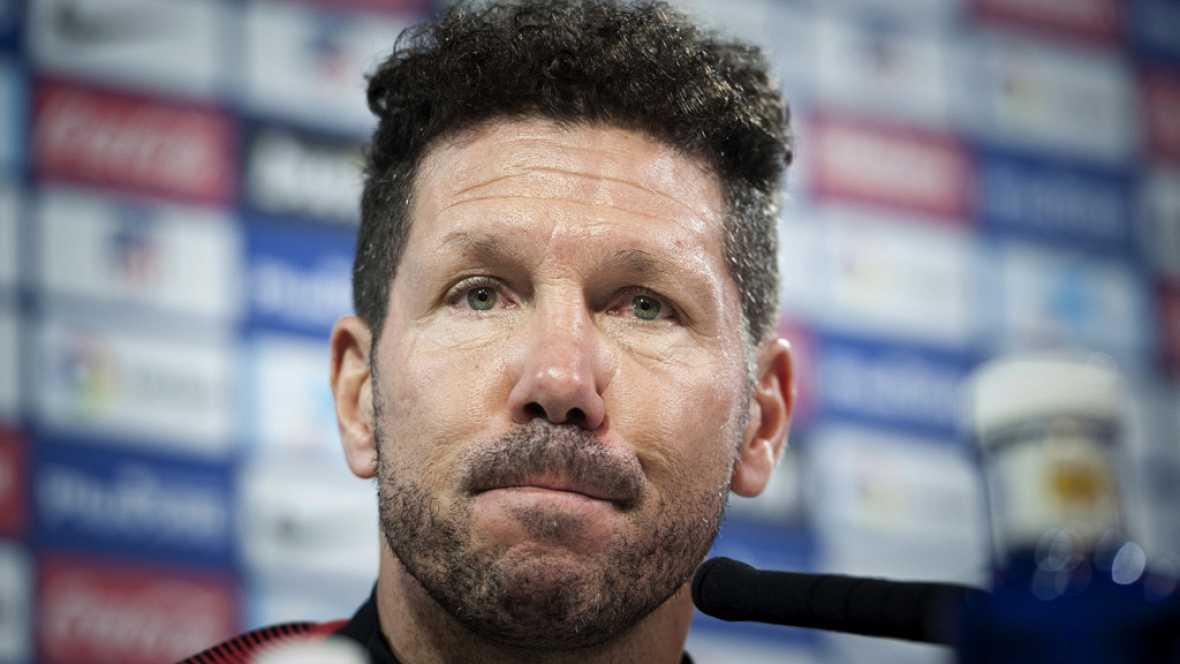 El entrenador del Atlético de Madrid, Diego Simeone, ha pedido tranquilidad por los resultados y ha recordado que ganaron la Liga perdiendo ante equipos como Almería y Levante.