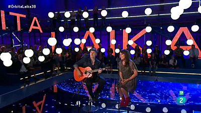 Amaral interpreta una de las canciones de su disco en el programa 'Órbita Laika'
