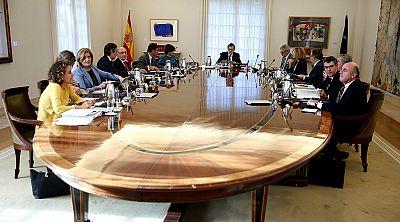 Sáenz de Santamaria asume las funciones de presidente y vicepresidente de la Generalitat con la aplicación del 155