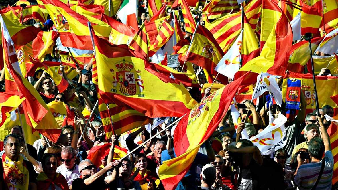 Cientos de miles de personas salen a la calle en Barcelona en defensa de la unidad de España