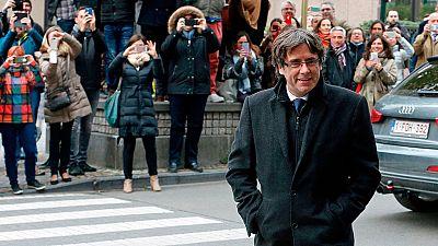 """Puigdemont denuncia en la prensa inglesa el """"encarcelamiento masivo"""" de independentistas"""