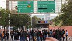 Hasta 50 carreteras cortadas en Cataluña por los piquetes