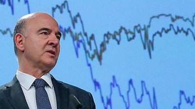 Bruselas cree que España crecerá tres décimas más este año pero avisa del riesgo por Cataluña