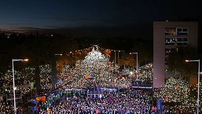 Cientos de miles de personas piden en Barcelona liberar a los presos del 'procés'