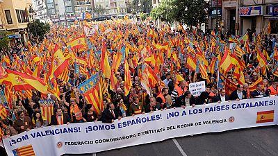 Miles de personas se manifiestan en Valencia para rechazar el nacionalismo catalán