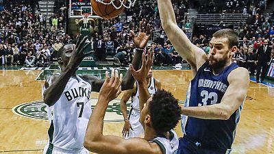 El buen partido de Marc Gasol no impidió la derrota de Memphis ante los Bucks en una mala jornada para los españoles en la NBA, en la que también cayeron Utah, Denver y Knicks.