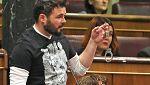 """Rufián con unas esposas en la mano: """"Ojalá M.Rajoy acabe con unas de estas"""""""