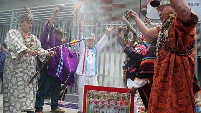 En la previa al definitivo partido de vuelta en la repesca entre Perú y Nueva Zelanda, los chamanes peruanos han puesto todas sus fuerzas para que la selección de su país esté en Rusia 2018.