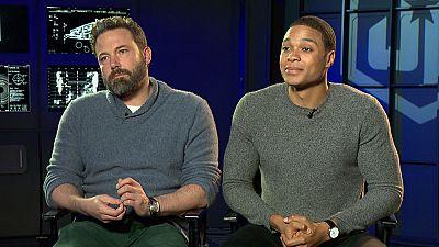 De película - Ben Affleck y Ray Fisher nos hablan de 'La Liga de la Justicia' - Ver ahora