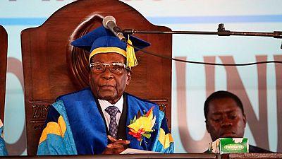 Primera aparición pública del presidente de Zimbabue, Robert Mugabe, tras el golpe militar