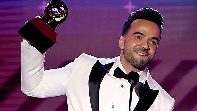 Luis Fonsi triunfador indiscutible de los Grammy Latinos