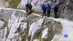 La Guardia Civil pide colaboración para identificar  a quienes despeñaron un jabalí en Picos de Europa