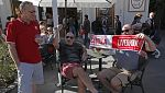 Los seguidores del Liverpool tiñen de rojo las calles de Sevilla