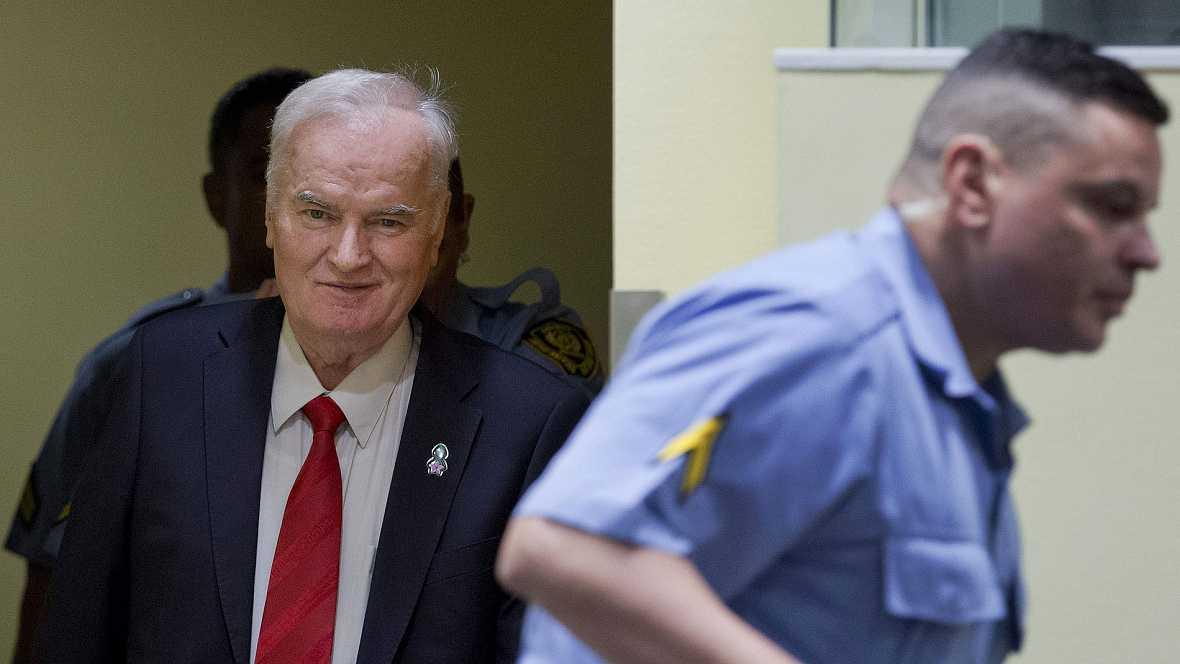 Mladic, condenado a cadena perpetua por genocidio y crímenes de guerra