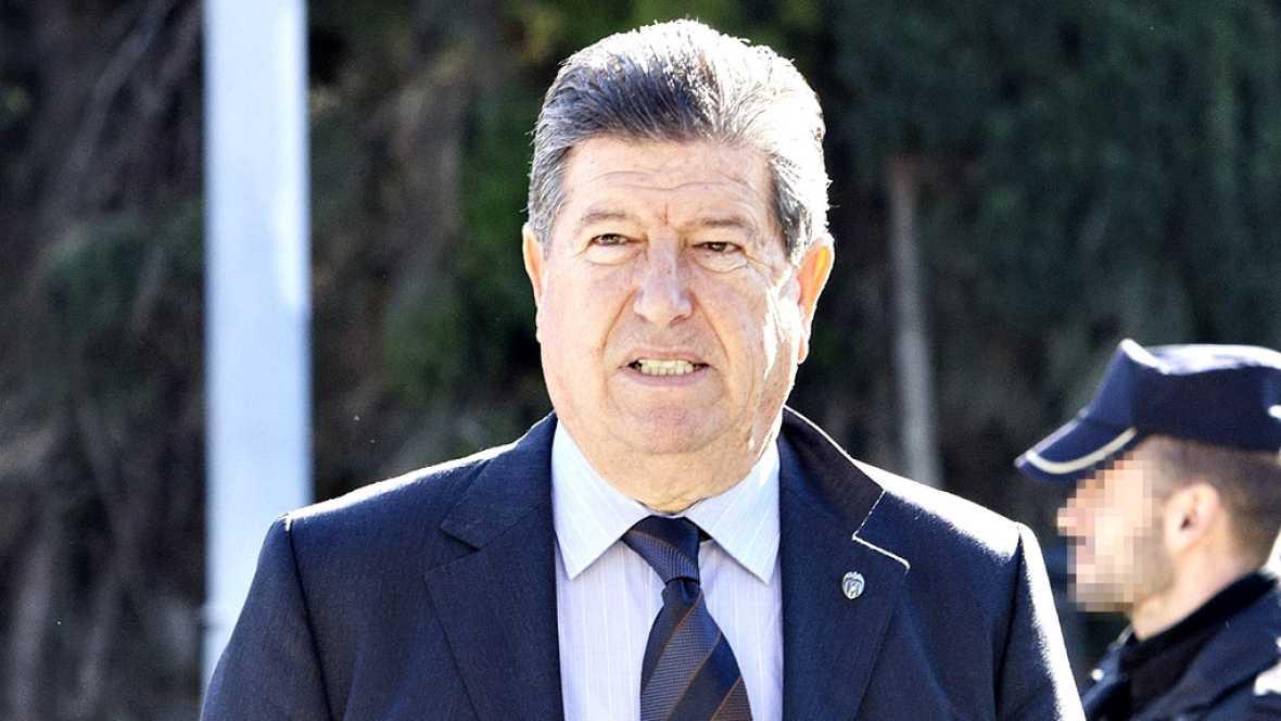 El empresario Jaume Ortí, expresidente del Valencia CF, que vivió en el cargo los títulos de Liga de 2002 y 2004, falleció este viernes tras un proceso oncológico, informaron fuentes cercanas al club valencianista.
