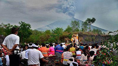 Máxima alerta en Bali por la erupción de un volcán