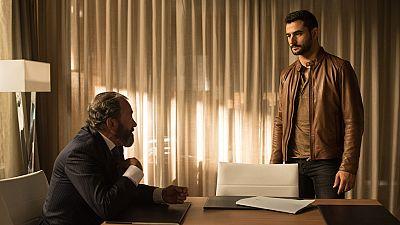 Julio Fuentes le dice a Carlos que él es su verdadero padre