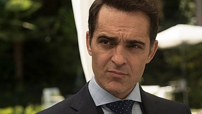 Roberto soborna a Carlos con 300.000 euros