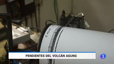 Máxima alerta en Bali por la erupción de un volcan