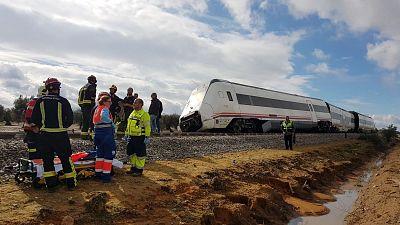 Descarrilla un tren de la línea Málaga-Sevilla y deja al menos 27 heridos, dos de ellos graves