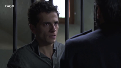 Acacias 38 - Antoñito recibe una paliza en la cárcel