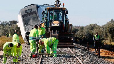 """Fomento considera que el descarrilamiento del tren en Sevilla fue """"no previsible"""""""