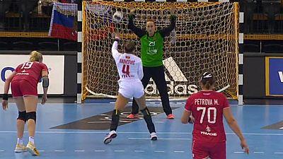 Balonmano - Campeonato del Mundo Femenino: Montenegro - Rusia, desde Oldenburg (Alemania) - ver ahora