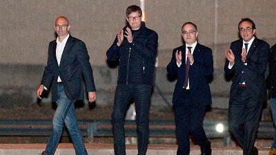 Salen de prisión seis exconsellers catalanes tras pagar la fianza de 100.000 euros
