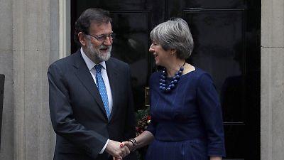 May ratifica a Rajoy su apoyo al Estado de Derecho ante situación en Cataluña