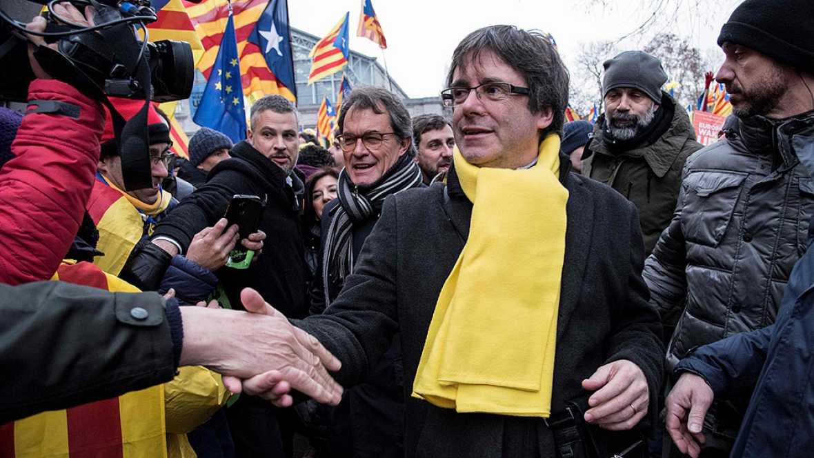 """Puigdemont insta a Europa a decir """"así no"""" a Rajoy en una manifestación en Bruselas con 45.000 personas"""